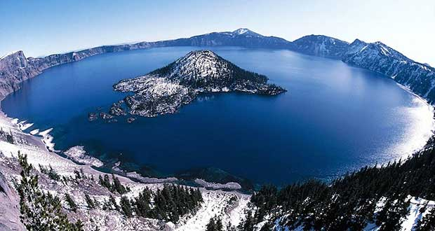 Beautiful-Crater-Lakes-Around-The-World
