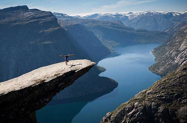 Tiny-Humans-Lost-In-The-Majesty-Of-Nature-3