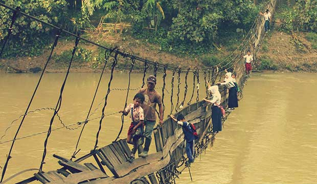 Fearless-kids-and-their-extreme-journeys-to-school-7