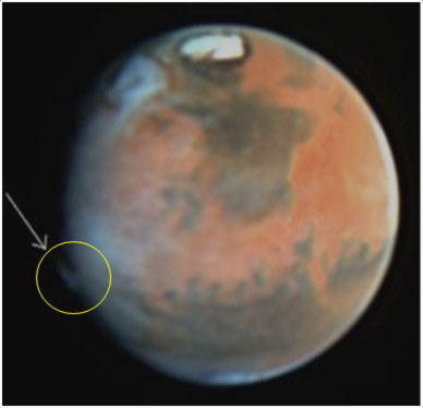 hubble-spies-mystery-plume-mars