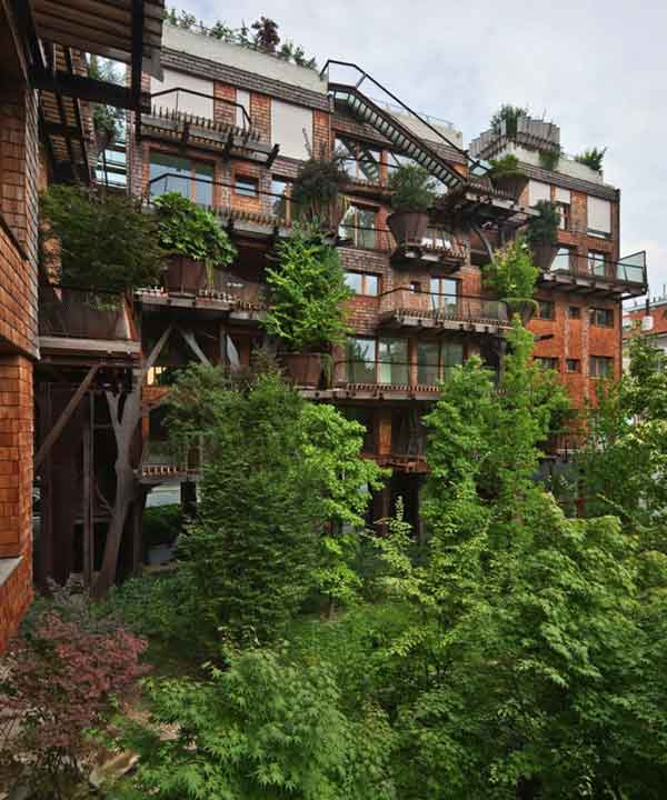 An-Urban-Treehouse-That-Protect-Residents-from-Air-and-Noise-Pollution-22