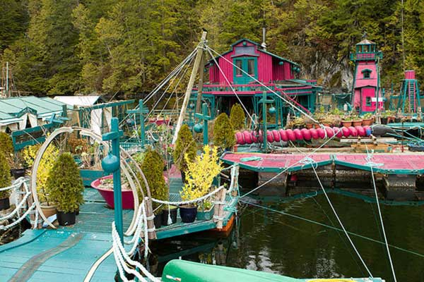 Couple-Spends-20-Years-Building-A-Self-Sustaining-Floating-Island-To-Live-Off-Grid-2