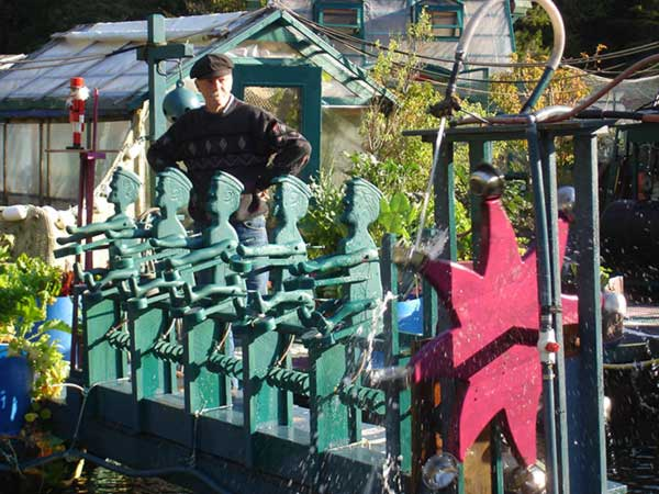 Couple-Spends-20-Years-Building-A-Self-Sustaining-Floating-Island-To-Live-Off-Grid-51