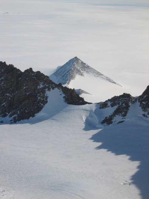 Pyramids-Of-Antarctica-A-Certain-Possibility-Below-The-Snow-3