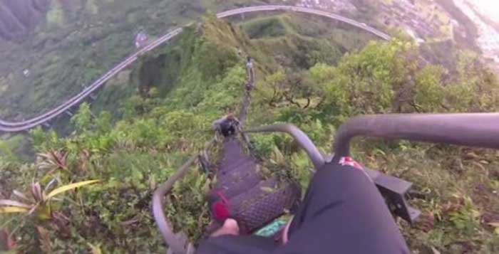 The-Illegal-4000-Step-Stairway-To-Heaven-In-Hawaii-Is-Pure-Insanity1