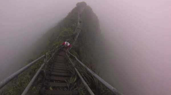 The-Illegal-4000-Step-Stairway-To-Heaven-In-Hawaii-Is-Pure-Insanity326