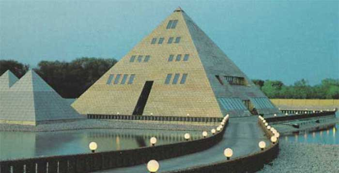 This-Man-Built-A-Gold-Pyramid-Home-in-Illinois-and-You-Wont-Believe-What-Happened