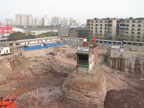 China-Stubborn-Nail-Houses-Stand-In-The-Way-Of-Modernization-5