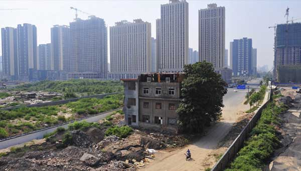 China-Stubborn-Nail-Houses-Stand-In-The-Way-Of-Modernization-7