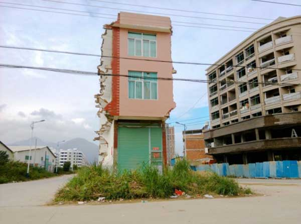 China-Stubborn-Nail-Houses-Stand-In-The-Way-Of-Modernization3