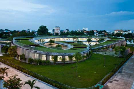 New-School-In-Vietnam-Has-Massive-Garden-On-Its-Roof-And-Teaches-Sustainability-2