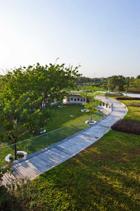 New-School-In-Vietnam-Has-Massive-Garden-On-Its-Roof-And-Teaches-Sustainability-4