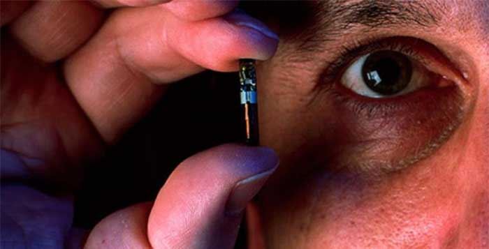 Scientists-Believe-That-Human-Microchip-Implants-Will-Become-Not-Optional