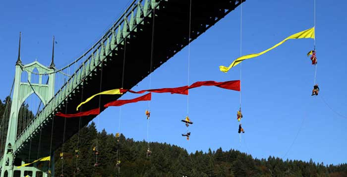 Activists-Dangle-From-Bridge-To-Block-Shell-Oil-Drilling-and-its-Working-2