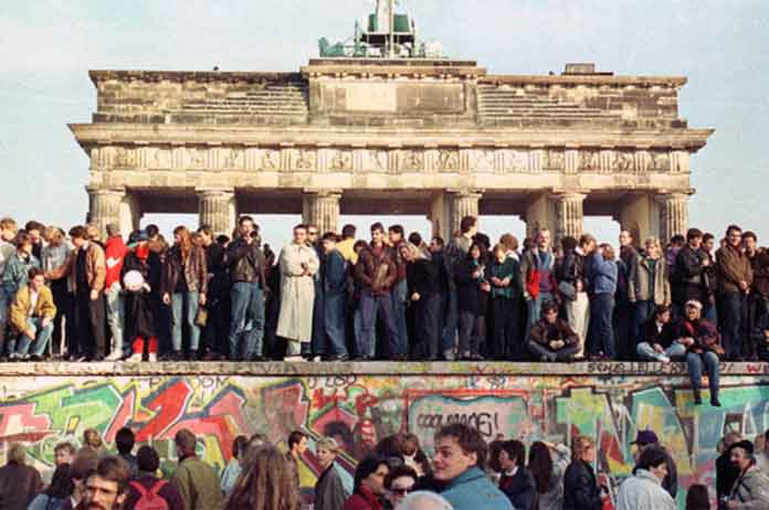Mr President dont build this wall Berlin mayor urges Trump to learn from history