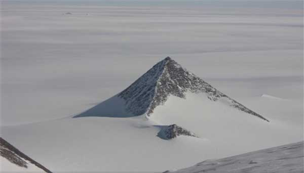 The Ancient Pyramids of Antarctica — Piri Reis Map Suggests a Thriving Ancient Civilization 1