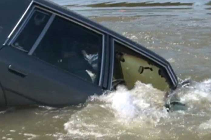 This Is The Easiest Way To Escape A Sinking Vehicle. Knowing HOW Might Save Your Life Some Day