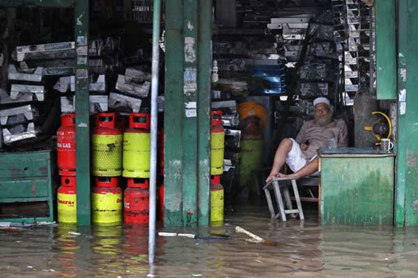 Disturbing Photos Of The Flooding In South Asia No One Is Talking About 1