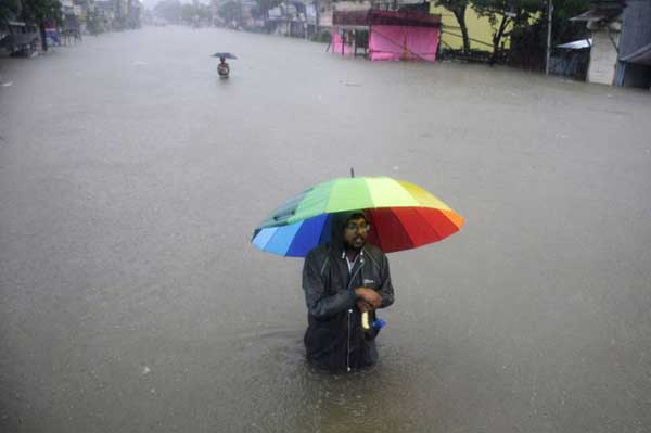 Disturbing Photos Of The Flooding In South Asia No One Is Talking About 12
