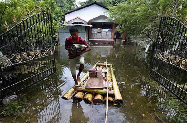 Disturbing Photos Of The Flooding In South Asia No One Is Talking About 14