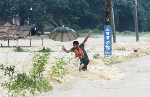 Disturbing Photos Of The Flooding In South Asia No One Is Talking About 15