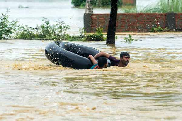 Disturbing Photos Of The Flooding In South Asia No One Is Talking About 16