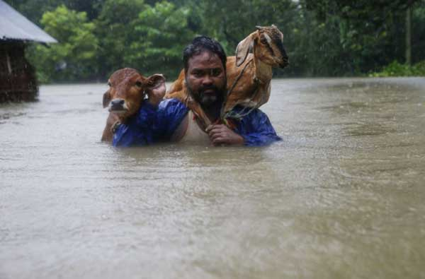 Disturbing Photos Of The Flooding In South Asia No One Is Talking About 18