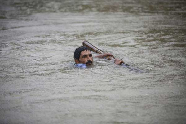 Disturbing Photos Of The Flooding In South Asia No One Is Talking About 21